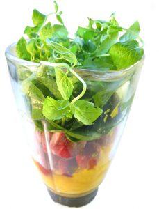 blender-med-frugt-og-groent-lille-renset-ud2