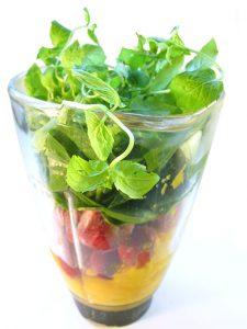 blender-med-frugt-og-gront-lille